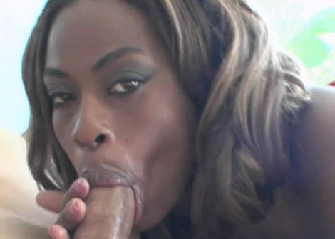Black hottie Tori fucks a white guy